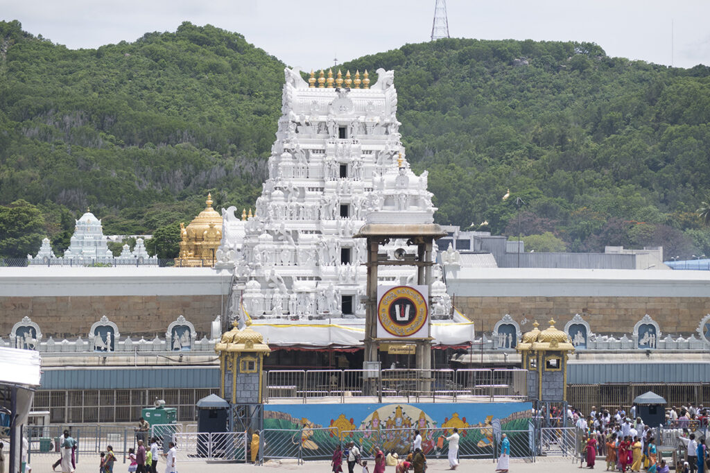 7 Wealthiest And Richest Temples In India 6